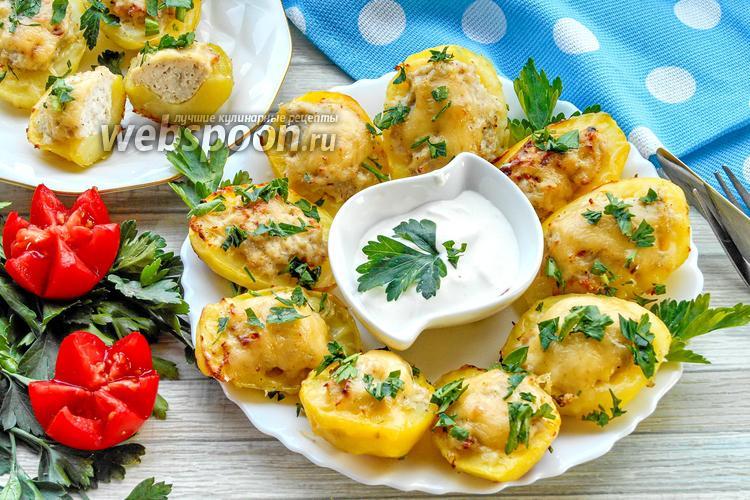 Фото Отварная картошка фаршированная фаршем и с сыром в духовке
