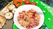 Фото рецепта Салат из грудинки и запечённого болгарского перца