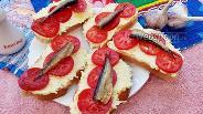 Фото рецепта Бутерброды со шпротами и яично-чесночной намазкой