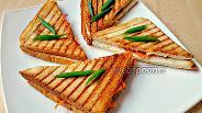 Фото рецепта Сэндвич с чоризо и корейской морковью