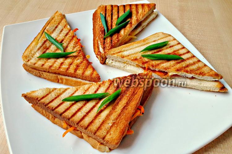 Фото Сэндвич с чоризо и корейской морковью