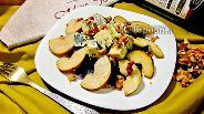 Фото рецепта Салат с голубым сыром, грушей и свёклой