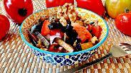 Фото рецепта Салат из баклажанов, помидоров и грецких орехов