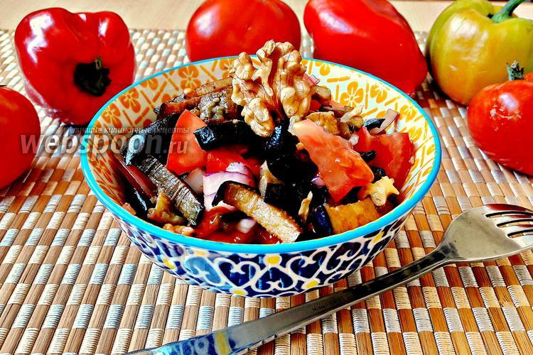 Фото Салат из баклажанов, помидоров и грецких орехов