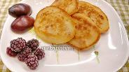 Фото рецепта Сырники с изюмом