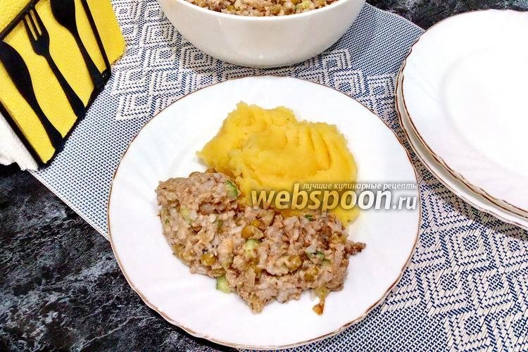 Фото Салат из скумбрии с рисом и жареным луком