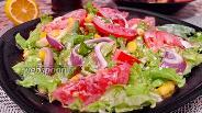 Фото рецепта Зелёный салат с помидорами и авокадо