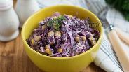 Фото рецепта Салат с красной капустой и кукурузой
