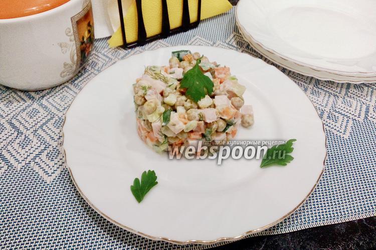 Фото Оливье с варено-копчёной свининой и зеленью