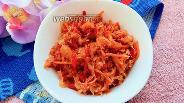 Фото рецепта Тушёная капуста с чесноком и помидорами