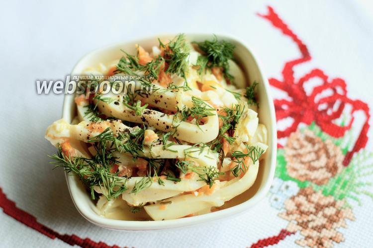 Фото Салат с кальмарами, яйцом и солёным огурцом