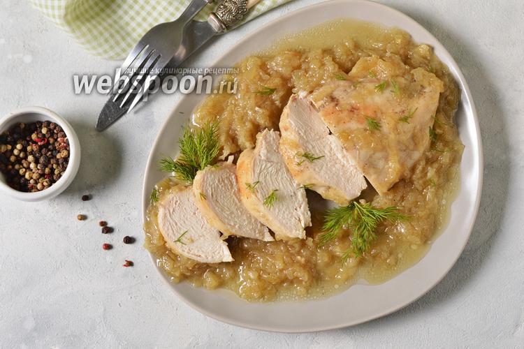 Фото Курица тушёная в луковом соусе