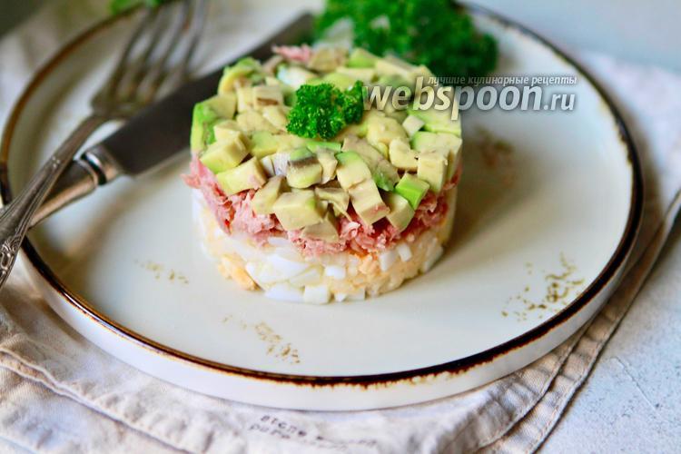 Фото Салат с тунцом, рисом и авокадо