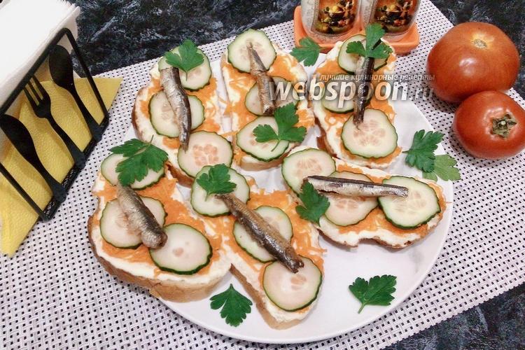 Фото Бутерброды с варёной морковью и шпротами