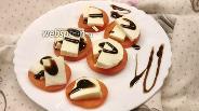 Фото рецепта Закуска из помидоров и адыгейского сыра