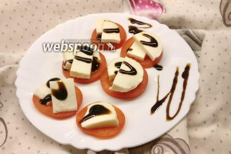 Фото Закуска из помидоров и адыгейского сыра