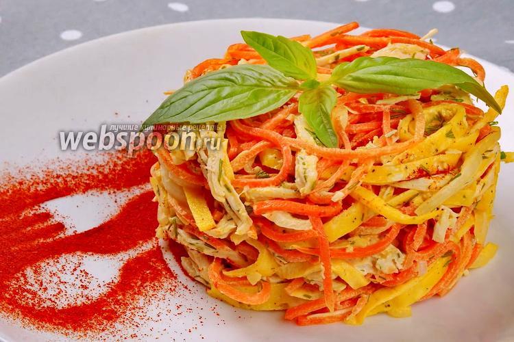 Фото Новогодний салат с курицей, яичными блинчиками и корейской морковью. Видео