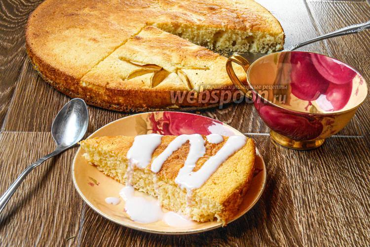 Фото Манник на кефире с яблоками