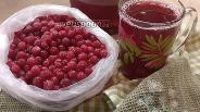 Фото рецепта Компот из клюквы, ежевики и вишни