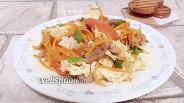 Фото рецепта Салат с куриной печенью, печёным перцем и помидором