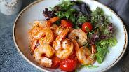 Фото рецепта Креветки с помидорами и чесноком