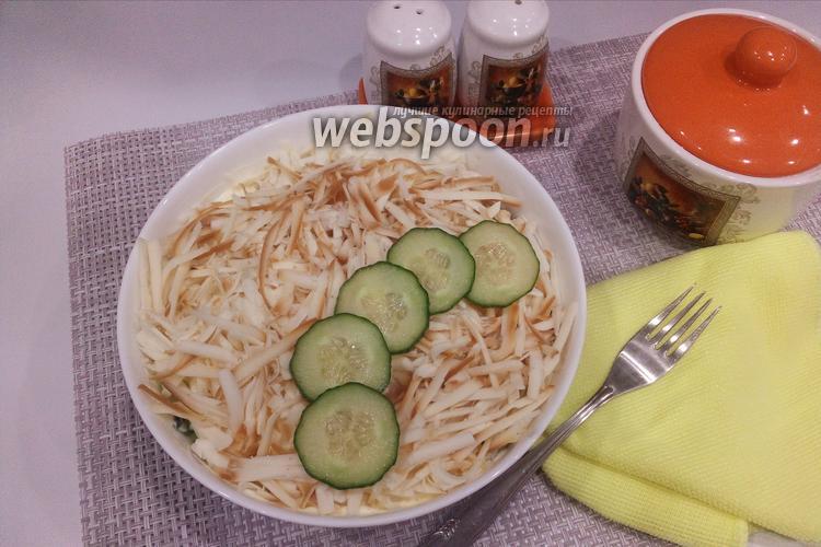 Фото Слоёный салат с копчёным сыром
