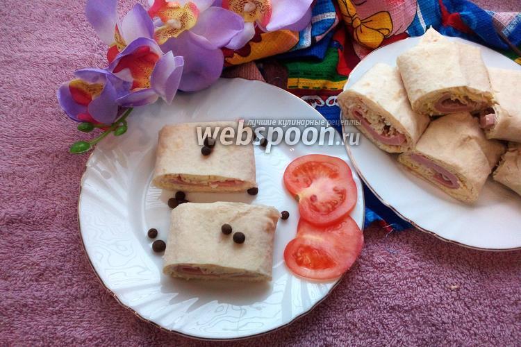 Фото Рулет из лаваша с колбасой, плавленым сыром и яйцами