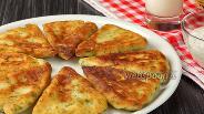 Фото рецепта Картофельные лепёшки с сыром сулугуни на сковороде. Видео-рецепт