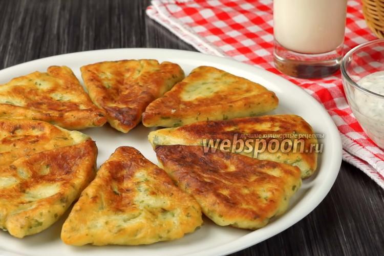 Фото Картофельные лепёшки с сыром сулугуни на сковороде. Видео-рецепт