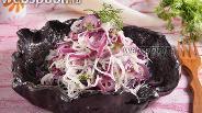 Фото рецепта Салат из дайкона и лука