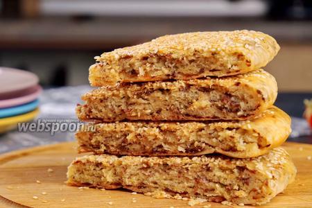 Лепёшка с фаршем и кунжутом на сковороде. Видео-рецепт видео рецепт