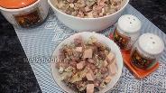 Фото рецепта Салат с шампиньонами и колбасой с корнишонами