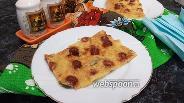 Фото рецепта Пицца на майонезе с корнишонами и колбасой