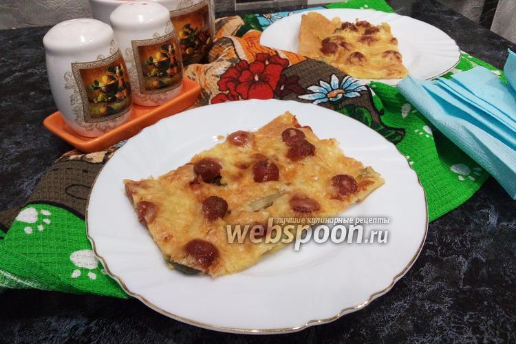 Фото Пицца на майонезе с корнишонами и колбасой