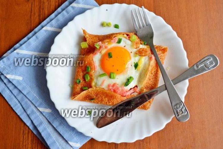 Фото Бретонская галета с яйцом, колбасой и сыром