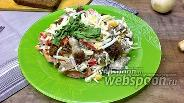 Фото рецепта Салат с сухариками и кукурузой