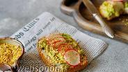 Фото рецепта Тосты с авокадо и редисом