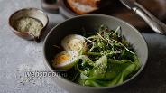 Фото рецепта Салат из микрозелени с яйцом и огурцом