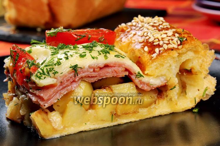 Фото Слоёный пирог с колбасой, картофелем и сыром моцарелла. Видео-рецепт