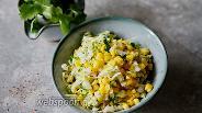 Фото рецепта Салат из пекинской капусты с кукурузой