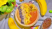 Фото рецепта Бананово-клубничный смузи-боул