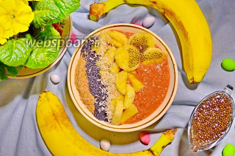 Фото Бананово-клубничный смузи-боул