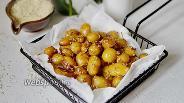Фото рецепта Молодая картошка в глазури из соевого соуса, мёда и чеснока