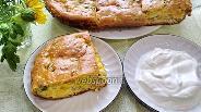 Фото рецепта Заливной пирог с консервированной горбушей и яйцами