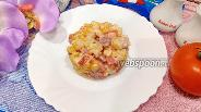 Фото рецепта Салат с картофелем, помидором, колбасой и кукурузой