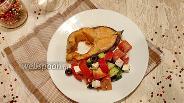 Фото рецепта Запечённая форель с салатом в греческом стиле
