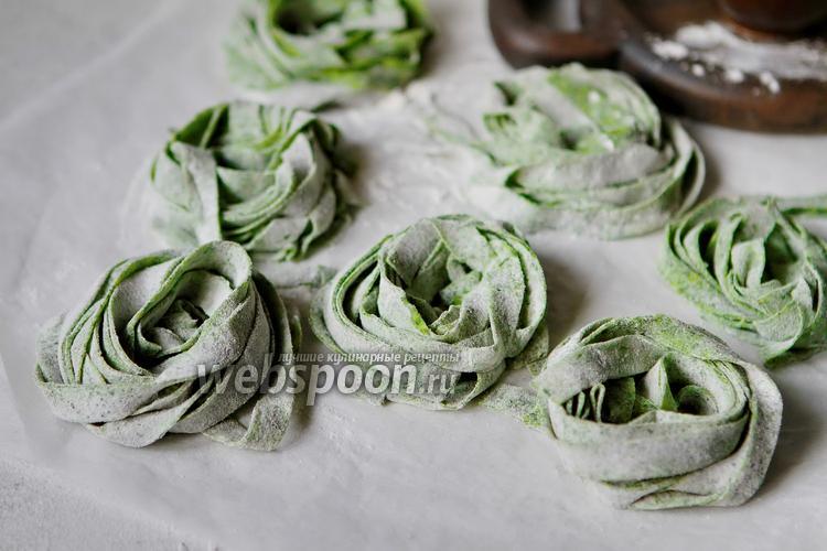 Фото Домашняя паста со шпинатом