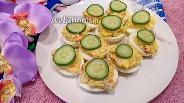 Фото рецепта Яйца фаршированные крабовыми палочками и чесноком
