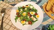 Фото рецепта Салат с рукколой и вялеными помидорами с брынзой