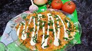 Фото рецепта Слоёный салат с консервированной рыбой, жареными овощами и рисом